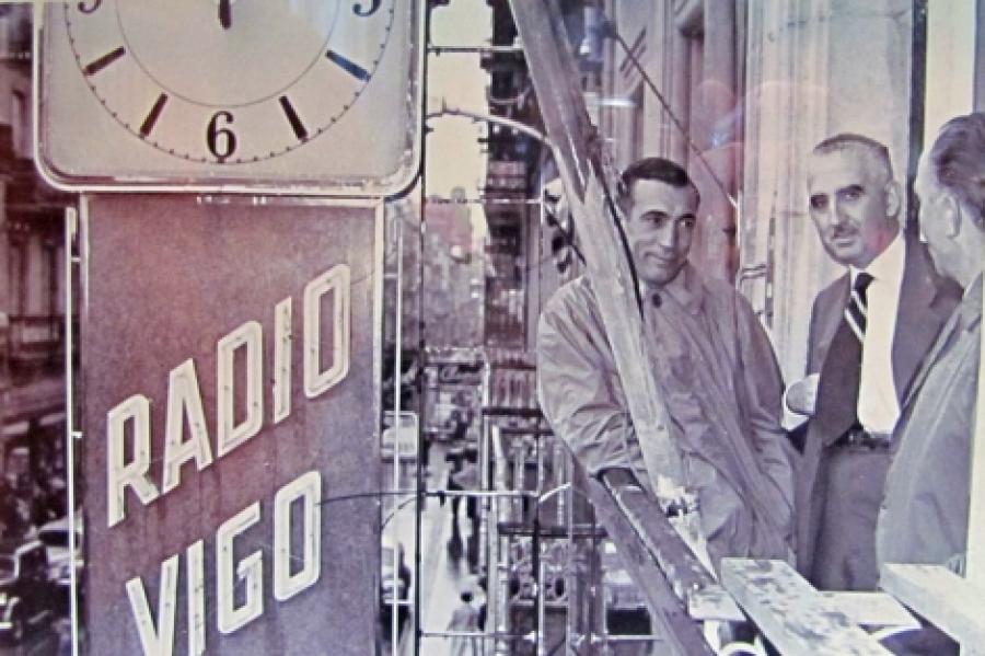 Miguel Gila en Radio Vigo. Fuente @vigonaretina