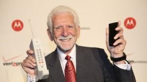 Día Internacional del Teléfono Móvil - Martin Cooper